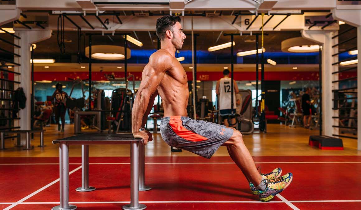 Solo necesitas una mesa para poner en marcha tus tríceps