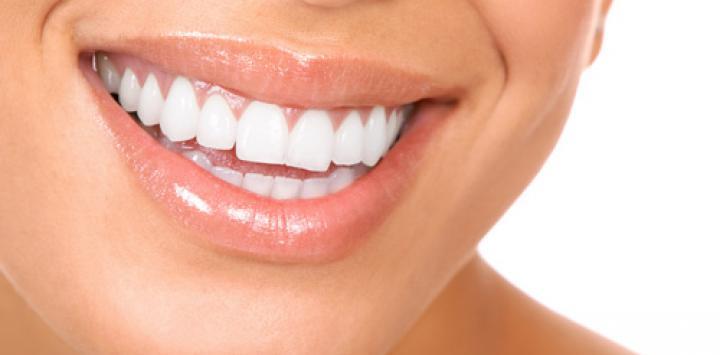 """Las 5 claves para mejorar el """"blanco"""" y la salud de tus dientes"""
