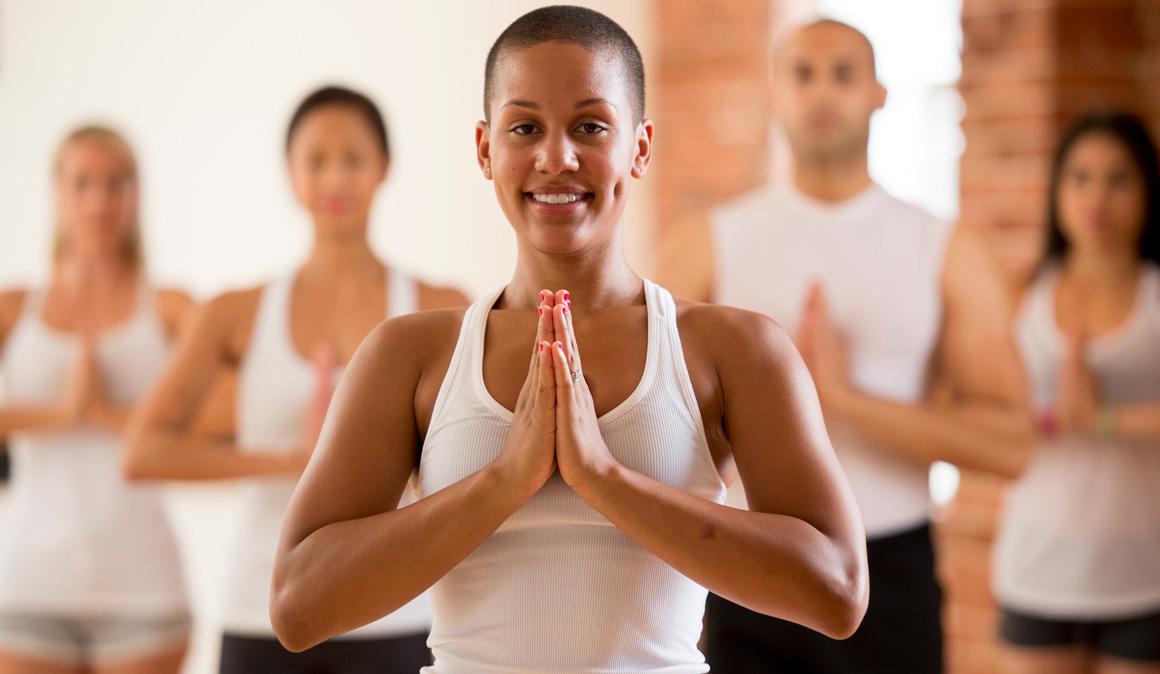 Los beneficios del yoga durante y después del cáncer