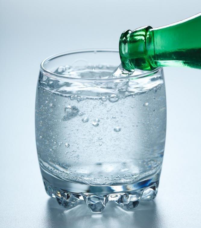 Los beneficios del agua con gas