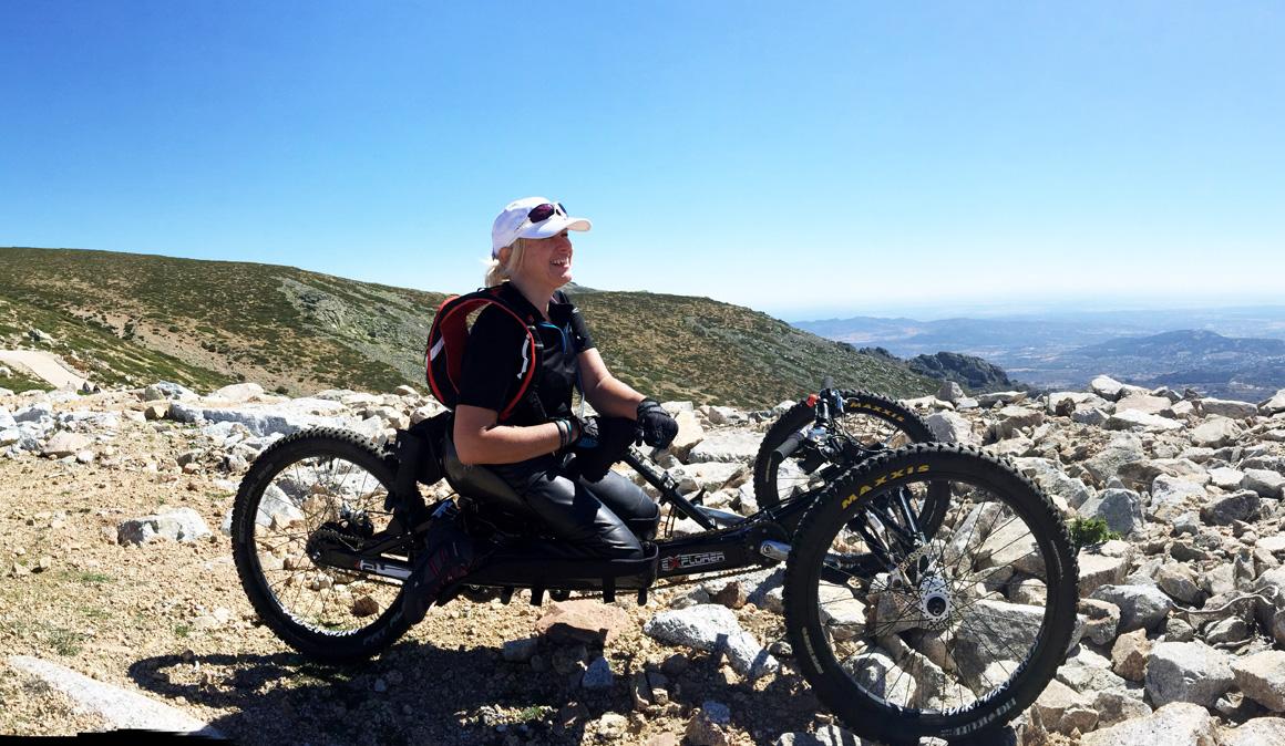 La atleta paralímpica Gema Hassen-Bey completa la primera etapa de subida al Teide