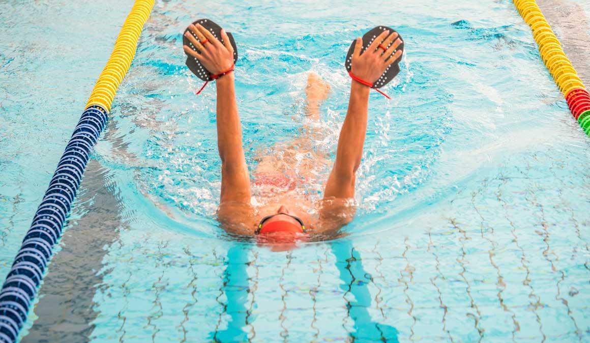 Ejercicios para equilibrar tu natación y no lesionarte