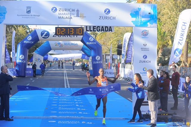 Mike Kiprop gana el Maratón de Málaga