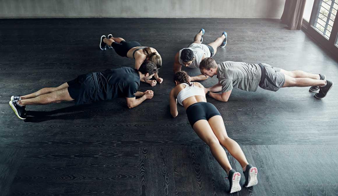 Lo que sí y lo que no es una plancha abdominal, ¡consigue trabajar bien tu abdomen!