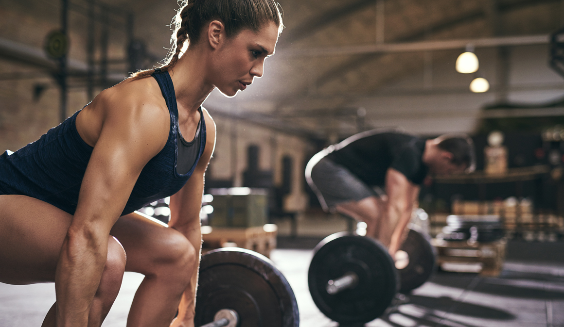 Comenzar a entrenar con abdominales o un press sin respaldo, ¿son buenas ideas? Resuelve tus dudas