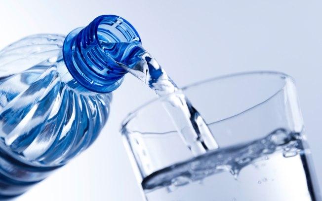 ¿Realmente hay que beber dos litros de agua al día?