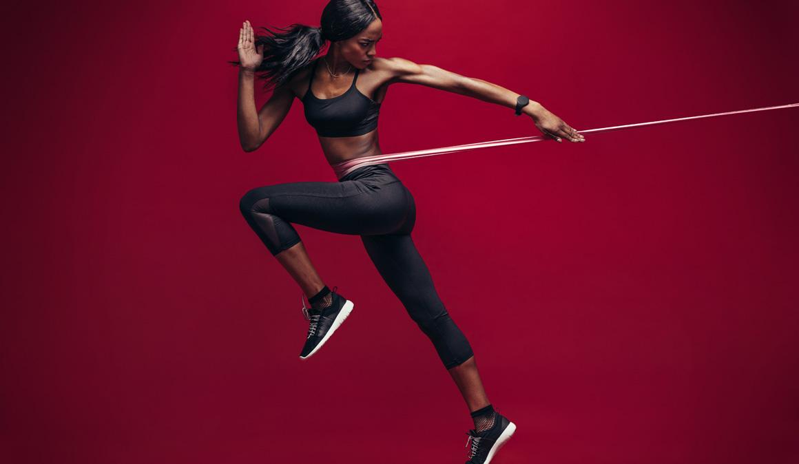 Una banda elástica para entrenar tus músculos: el gimnasio portátil y más barato