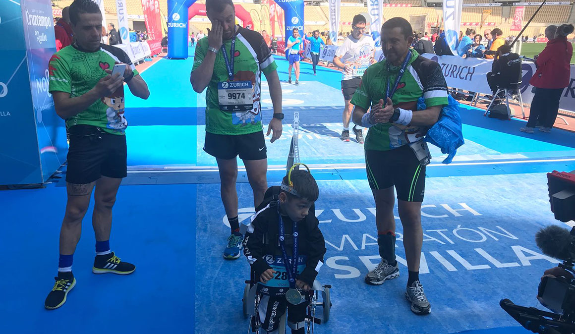 Cuando la meta es la vida: los momentos más emocionantes del Zurich Maratón Sevilla