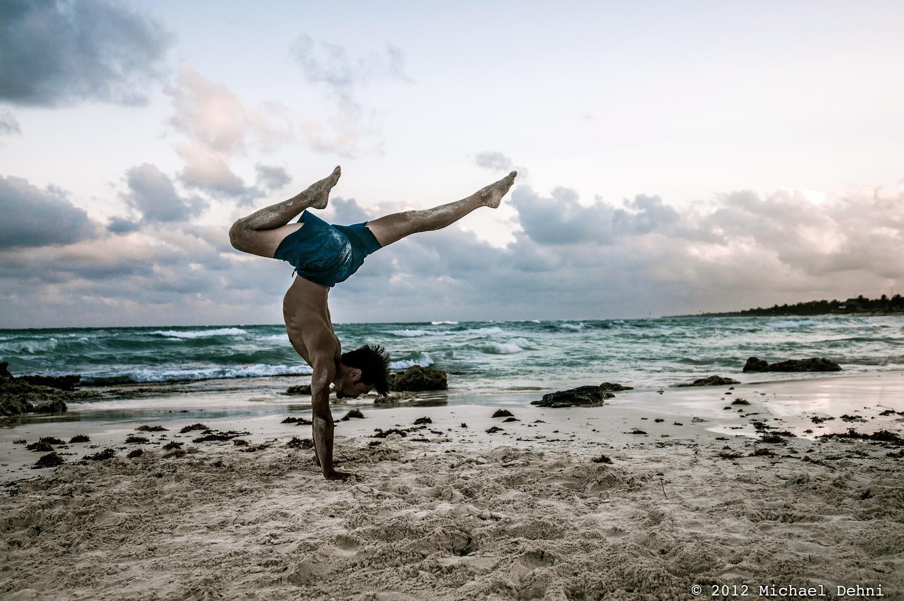 Entrevista a Simon Park, creador de Liquid Flow Yoga