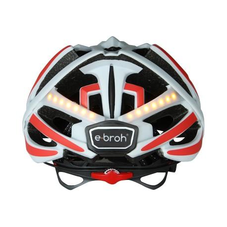 El casco de bici con intermitentes