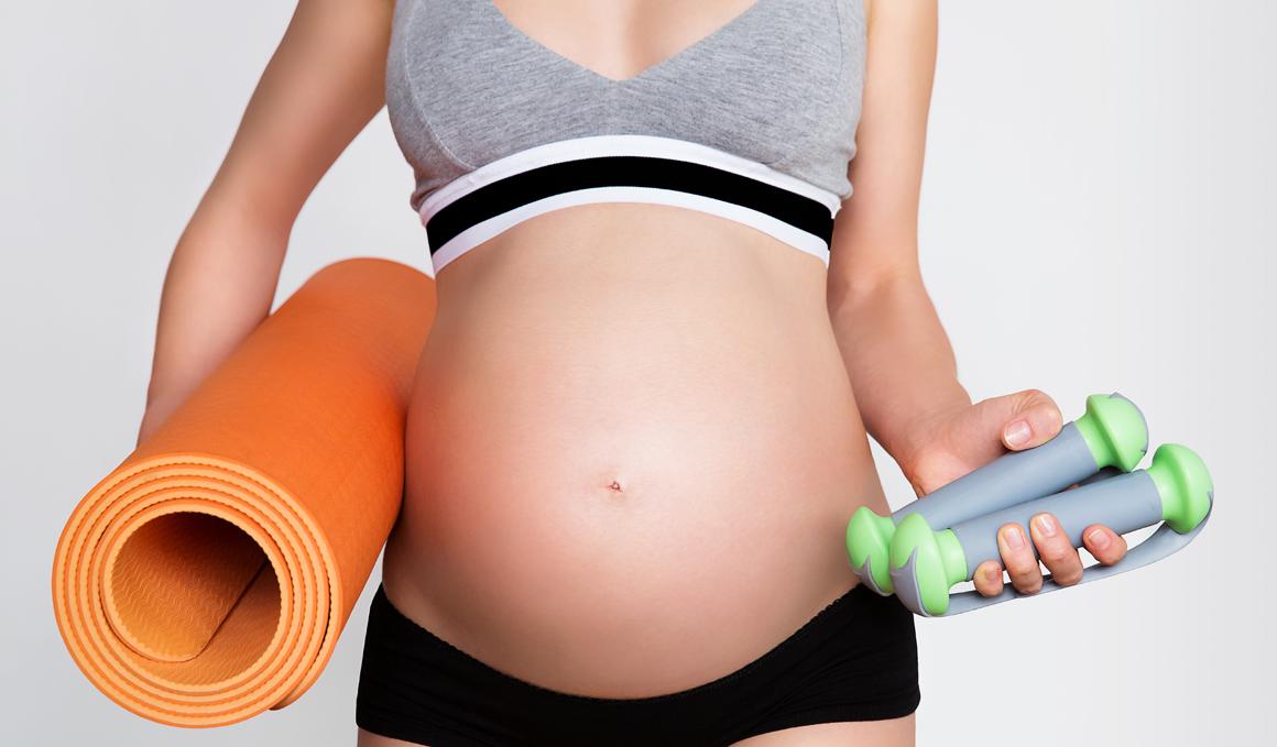 ¿Tengo que dejar de entrenar fuerza si estoy embarazada?