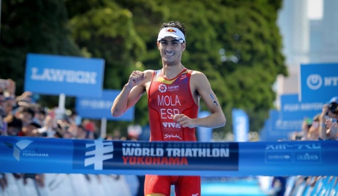 Mario Mola vuelve a lo más alto del podio en las Series Mundiales de triatlón