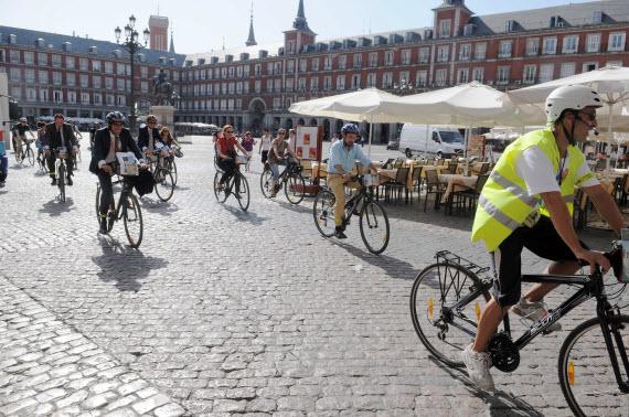 Las bicis podrán circular en sentido contrario en algunas calles de Madrid