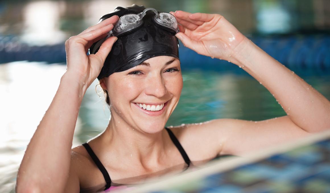 natacion entrenamiento adelgazar brazos y espalda