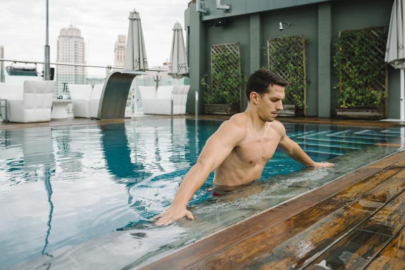 Entrena tu core,  ¡también en la piscina!