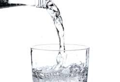 Pierde peso con agua mineral