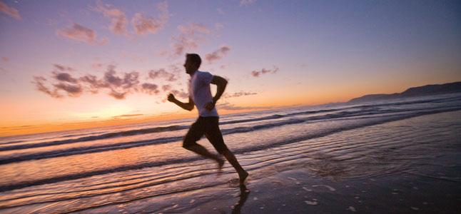 Los riesgos de correr en la playa