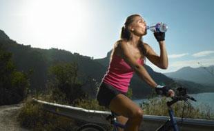 Cómo hidratarse en la montaña
