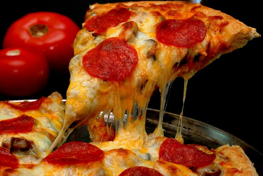 ¿Cómo quemo dos porciones de pizza?