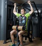 El triatleta en el gimnasio