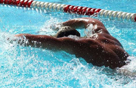 Plan de entrenamiento para quemar grasas en la piscina. Nivel intermedio