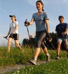 Caminar con bastones evita las agujetas y las lesiones en la montaña