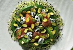 Receta: Ensalada de espinacas, pistachos, germinados y queso azul