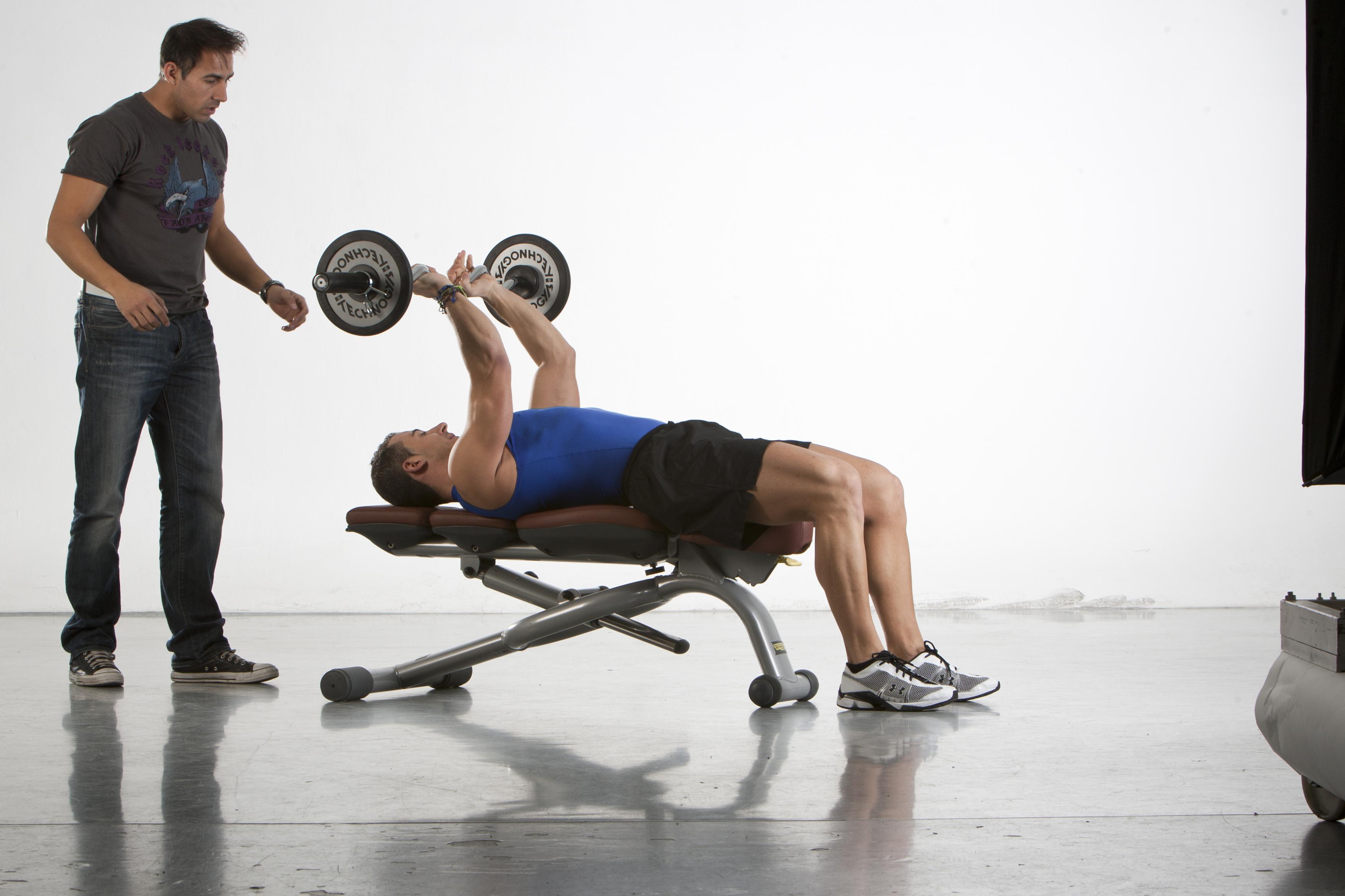 ¿Sabes cómo aumentar las cargas cuando haces musculación?