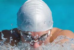 Estiramientos para nadadores: dorsal en fitball