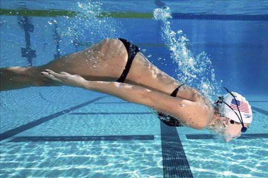 Estiramientos para nadadores: retroversión de brazos