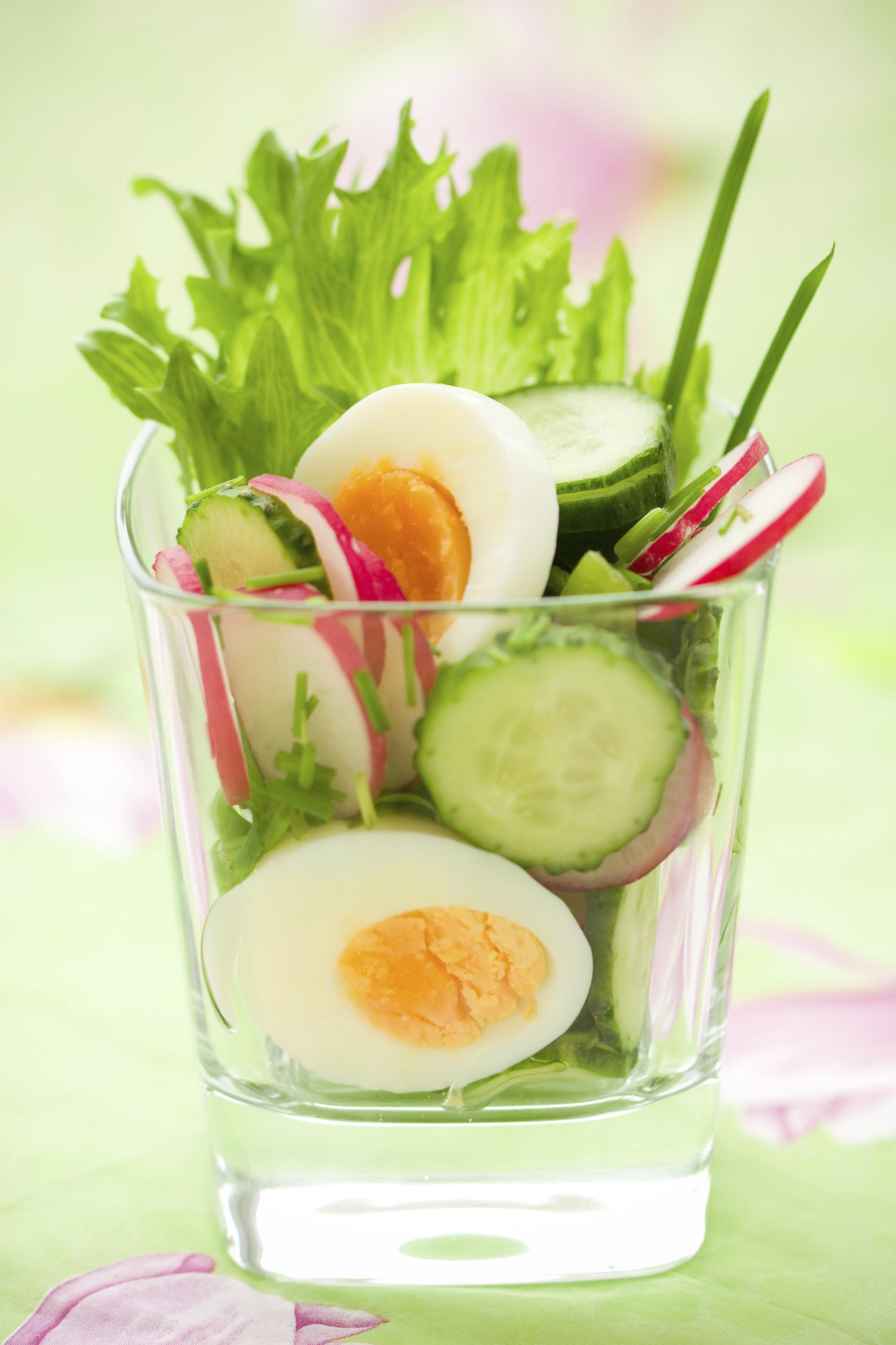 Ensalada de verano con pepino y huevo