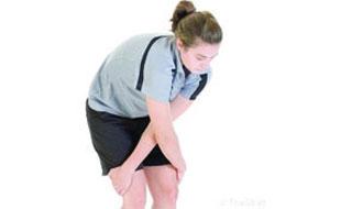 Cruzar los brazos ayuda a eliminar el dolor