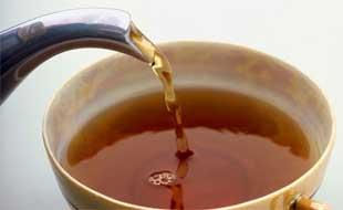 El té negro parece tener propiedades de hidratación muy similares al agua