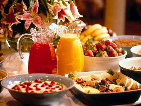 Los desayunos ricos en proteínas pueden reducir los antojos de alimentos,