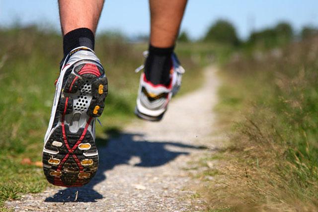 ¿Es mejor para o seguir corriendo durante las recuperaciones de las series?