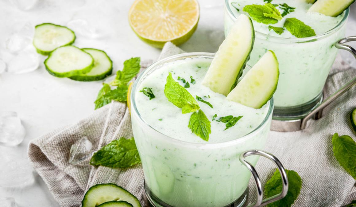 Batido proteico e hidratante de yogur, pepino y menta