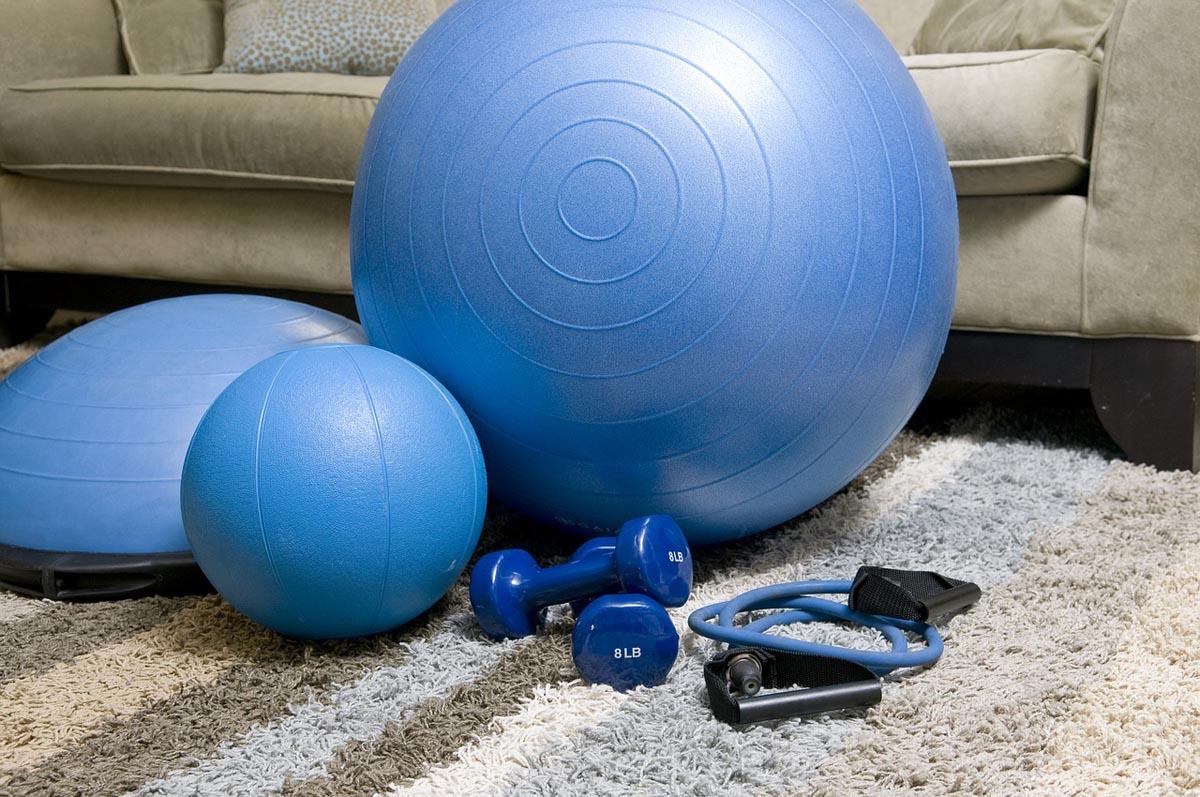 El entrenamiento para hacer en casa que te ayudará a quemar grasa