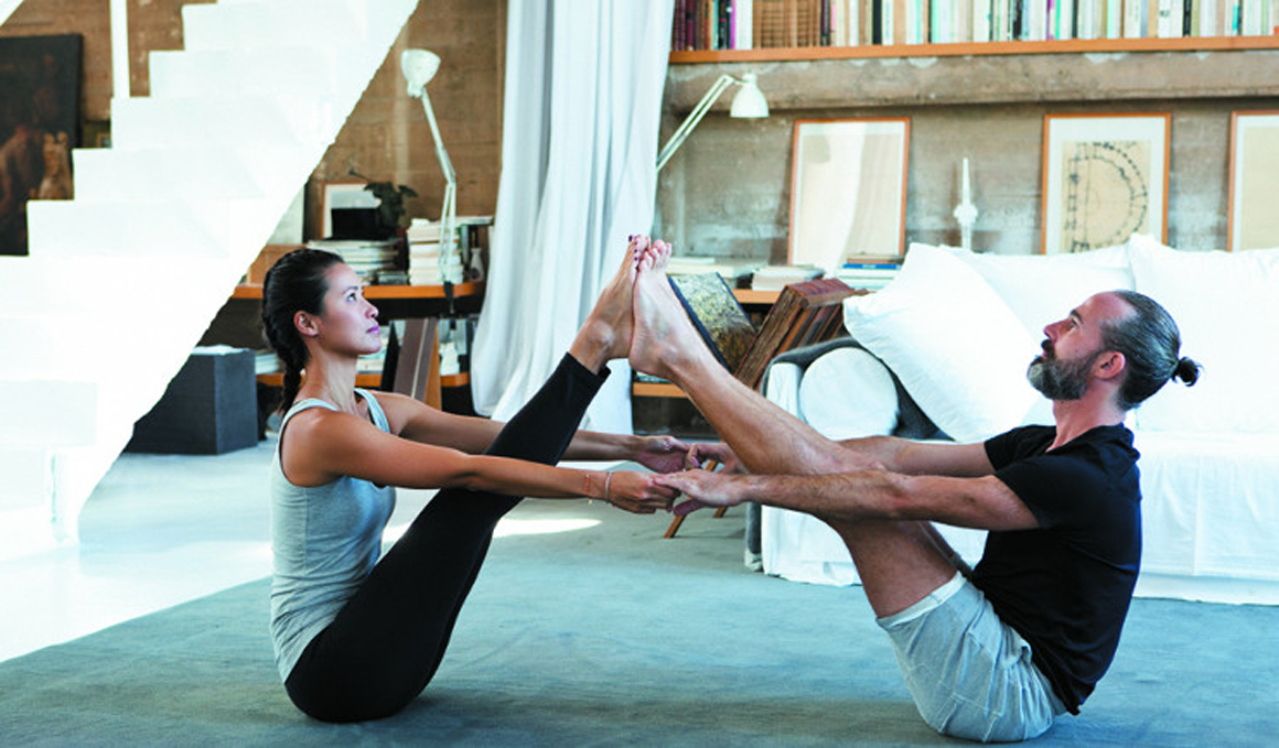 Asanas de yoga para practicar en pareja