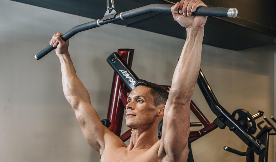 Introduce el jalón en tu entrenamiento para conseguir la dominada