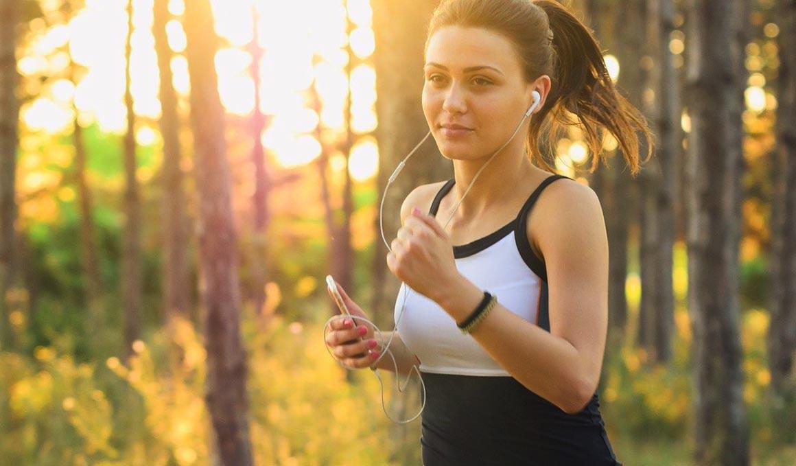 Correr con el teléfono móvil en la mano....¡te puede lesionar!