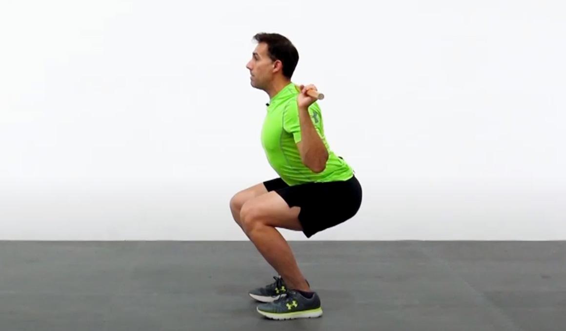 Por qué la rodilla en el squat sobrepasa al pie