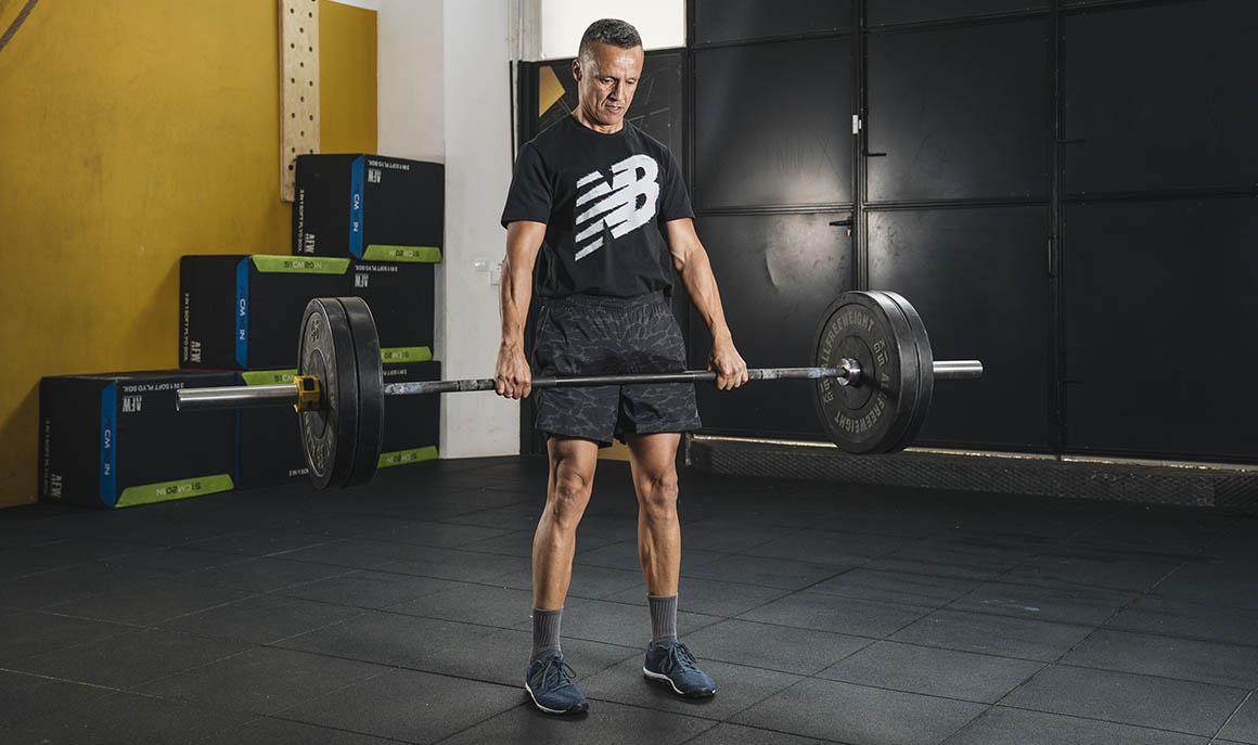 El peso muerto rumano, la alternativa que protege nuestras rodillas