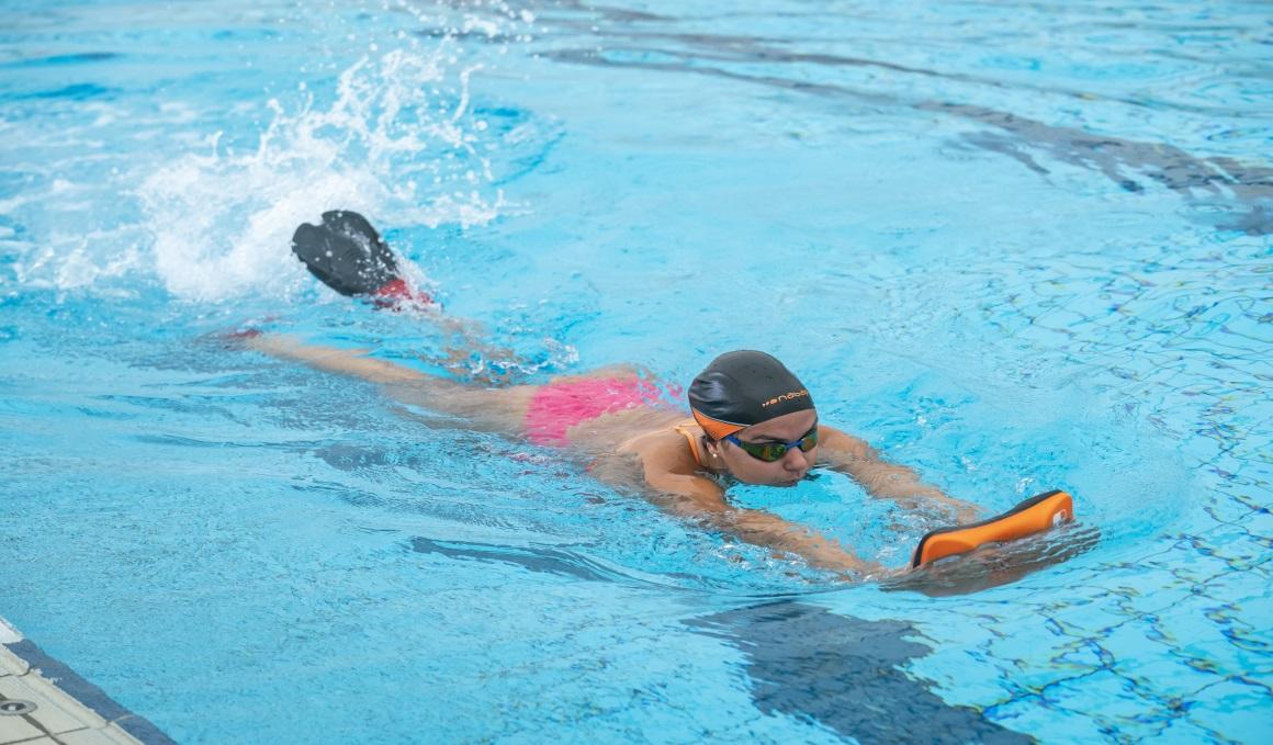 Un cuerpo 10 en la piscina