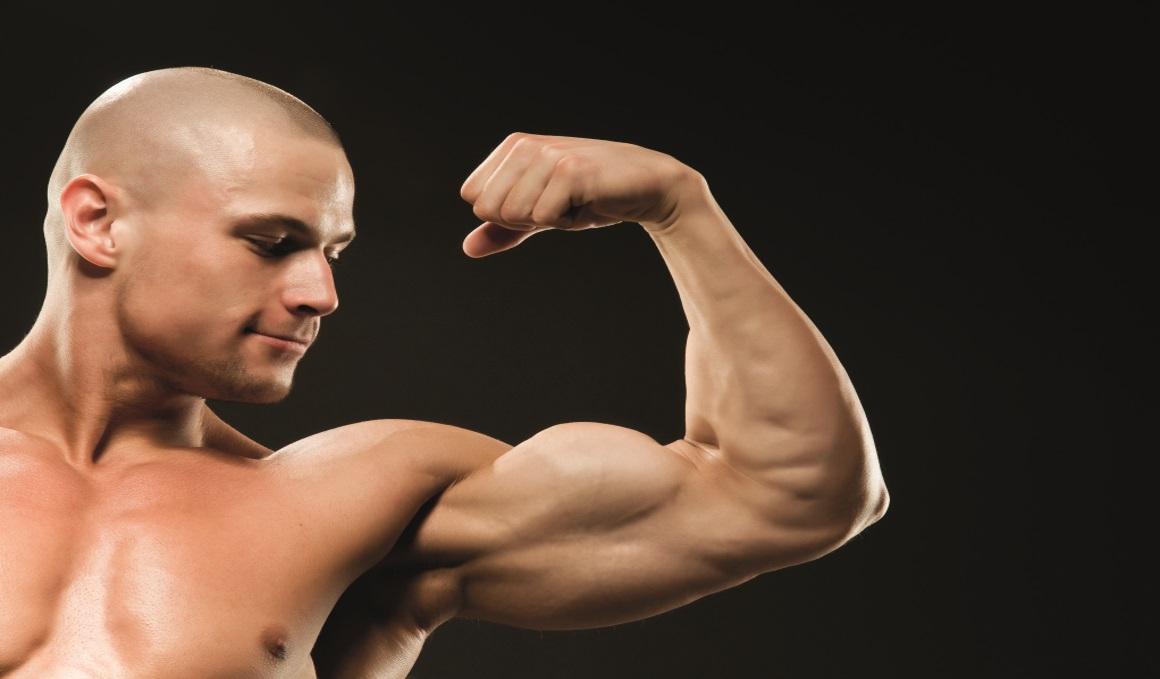 Derribamos el mito de los ejercicios para pico de bíceps y amplitud dorsal