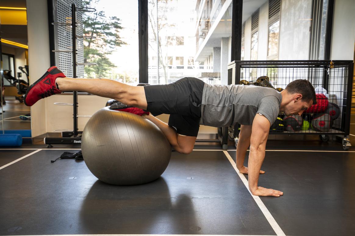 4 ejercicios con fitball para corredores