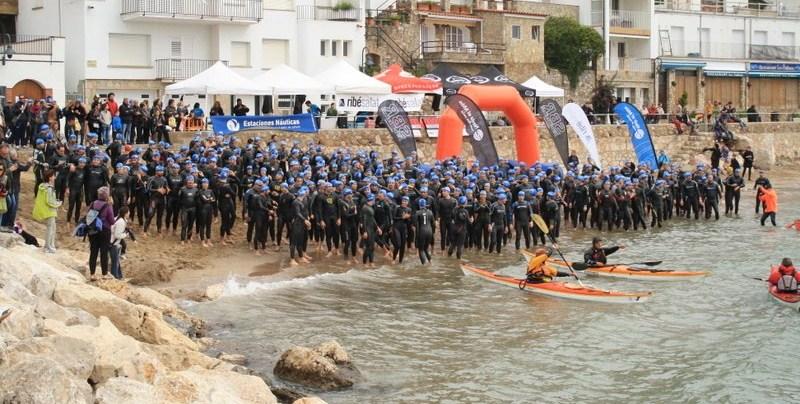 La vuelta solidaria nadando a las Islas Medes