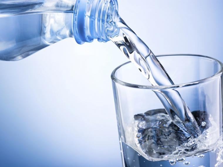 ¿Puede ser peligroso beber mucha agua?