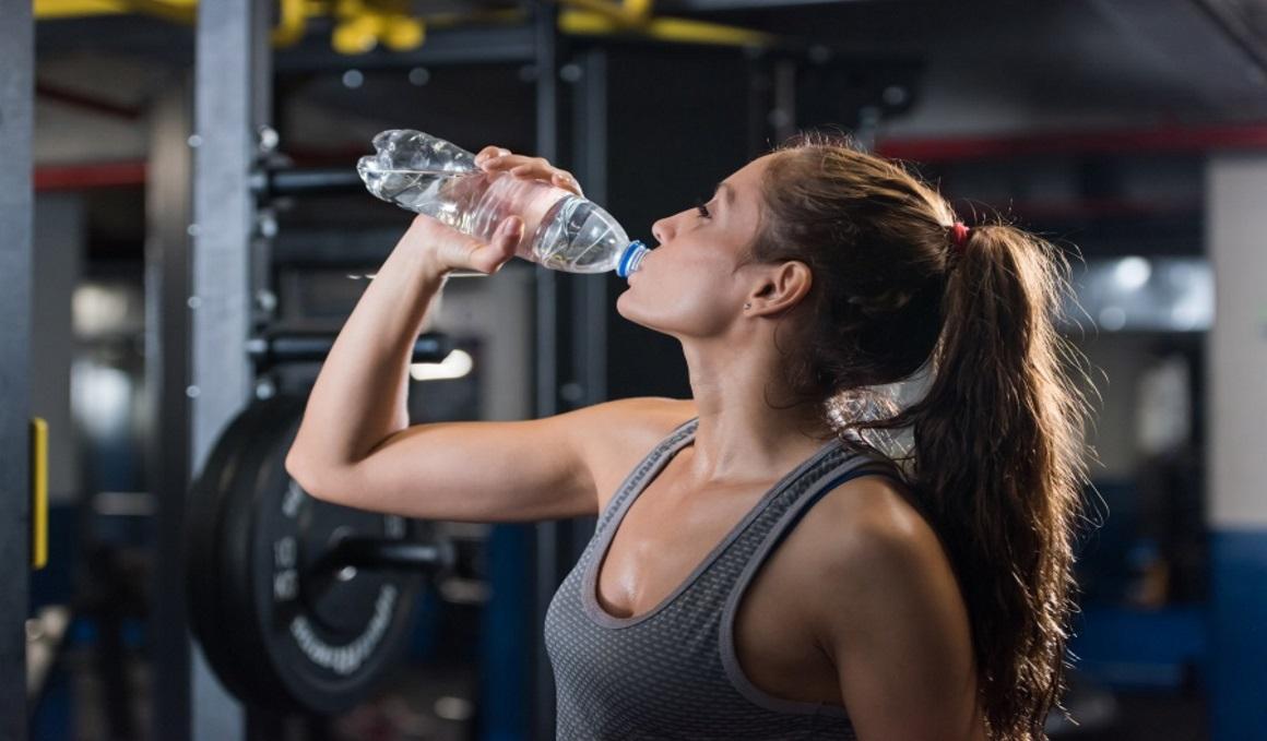 A por los mitos de beber 2 litros de agua al día, recuperación en sauna y entrenar con hambre