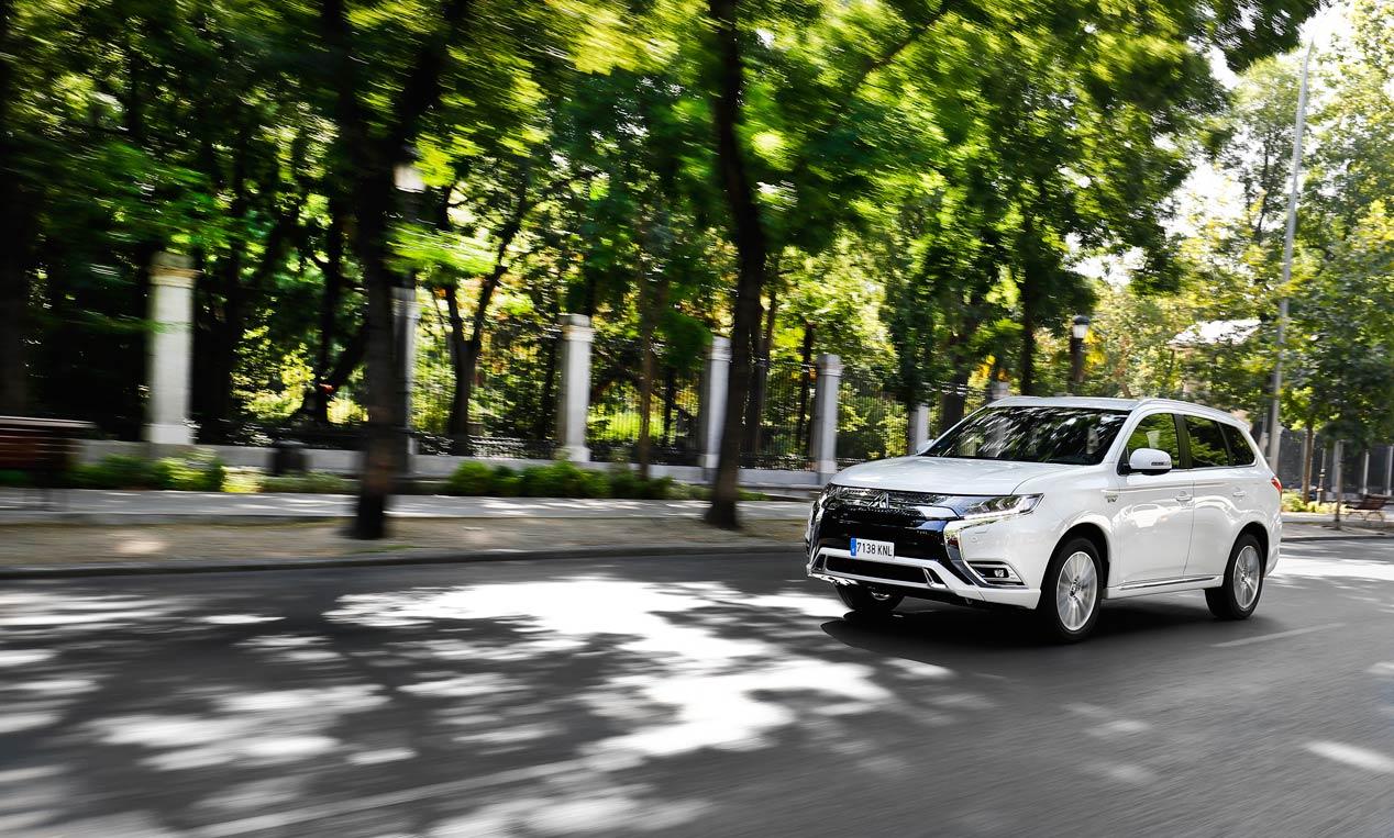 """Mitsubishi Outlander PHEV, el coche """"0 emisiones"""" que elige Javi Gómez Noya"""