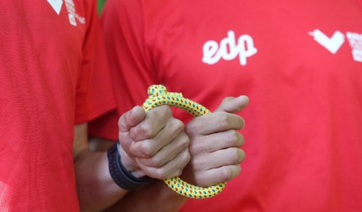 5 participantes ciegos correrán con guías el EDP Medio Maratón de la Mujer